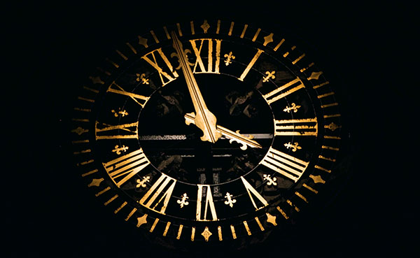scary clock